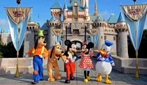 """Famiglia musulmana stop aeroporto: """"Voi niente Disneyland"""""""