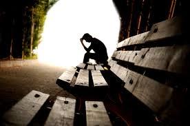 Minaccia suicidio per problemi economici: polizia lo salva