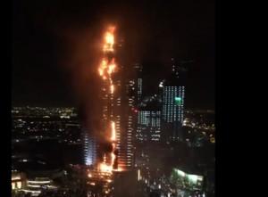 YOUTUBE Dubai, incendio Address Downtown Hotel per i fuochi