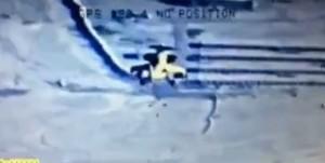 YOUTUBE Elicottero prende mira e spara su jeep Isis