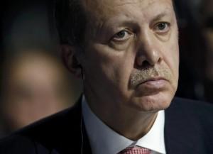 """Erdogan replica: """"E' la Russia a lucrare con petrolio Isis"""""""