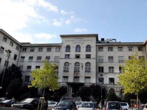 Torino, mamma e bimba morte in sala parto. Padre assale medici