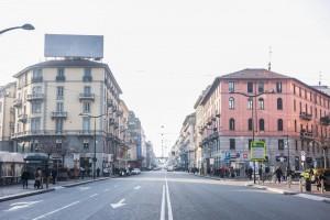 Guarda la versione ingrandita di Smog, Milano città fantasma FOTO: strade senza auto 6 ore