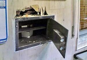 Udine, nascondono 15mila euro in camera: sparisce tutto