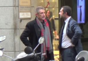 Ezio Greggio, shopping natalizio a Milano