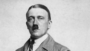 Adolf Hitler aveva un solo testicolo, anomalia dalla nascita