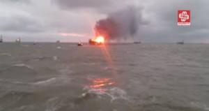 YOUTUBE Piattaforma petrolifera in fiamme nel Mar Caspio