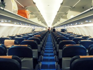 Viaggio aereo, 8 verità dal pilota: non bere caffè e...