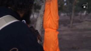 YOUTUBE Isis: prigioniero appeso a testa in giù e ucciso