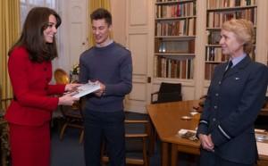 """Kate Middleton fa """"carriera"""" nelle forze armate inglesi..."""