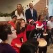 Kate Middleton suona We Will Rock You con i bambini