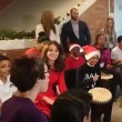Kate Middleton suona We Will Rock You con i bambini2