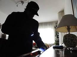 Padova, prende a calci nel sedere ladro scoperto in casa