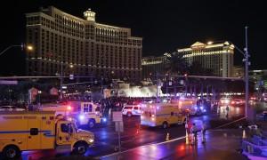 YOUTUBE Las Vegas, auto su folla davanti hotel Miss Universo