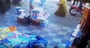 Marocco: tocca donna in strada, lei reagisce così