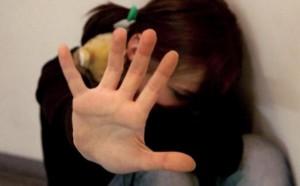 Madre inviava video porno della figlia 13enne: due arresti