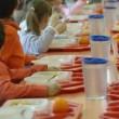 Scuola Corsico, genitori non pagano: 500 bambini senza mensa