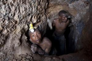 """Materiali conflittivi"" dalla guerra in Africa ai cellulari"