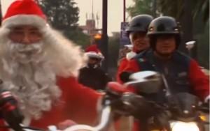 Babbo Natale va in moto a Città del Messico