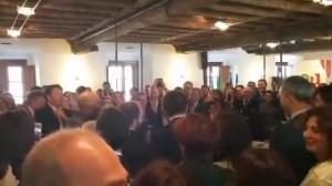 Deputato-tenore Pd canta White Christmas al Nazareno