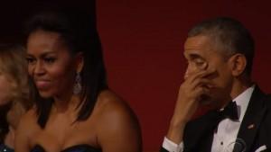 Aretha Franklin al pianoforte canta (You Make Me Feel Like) A Natural Woman e la sua esibizione commuove anche il presidente Barack Obama