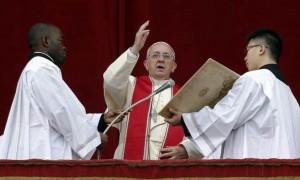 La benedizione del Papa: Pace in Siria, Libia, basta Isis..