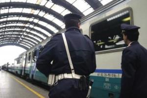 Milano, poliziotti spartivano con rom soldi furti: arrestati