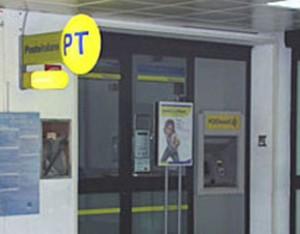 Ruba documenti al morto e prova a incassare 20mila€ in Posta