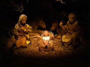Altedo (Bo), presepe a fuoco: vandali incendiano culla Gesù