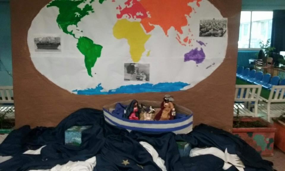 Presepe-barcone, Gesù-migrante. Lega contro scuola FOTO