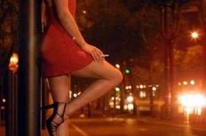Troppo ubriaco per erezione, rivuole soldi dalla prostituta