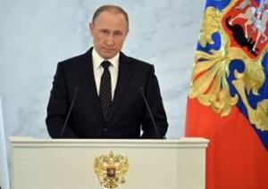 Vladimir Putin esalta Donald Trump e... Sepp Blatter