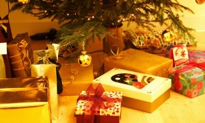 Regali Natale, 166 euro a testa. Tu li spendi?