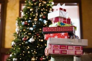 Natale: cappelli e giocattoli al nichel, maxi sequestro