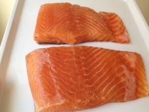 Salmone avariato nei supermercati, sequestrate 3 tonnellate