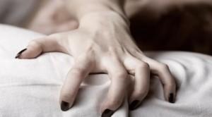 Gioco erotico finisce in tragedia: a 91 anni muore soffocata