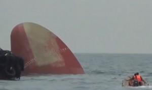 Singapore, collisione tra petroliera e nave: 6 dispersi