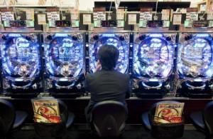 Napoli, sale giochi e slot vietate vicino a scuole e chiese