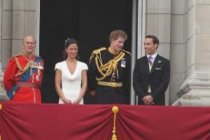 Harry e Pippa Middleton sorpresi da Kate in bagno mentre...