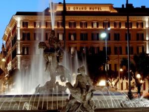 Roma, paura St. Regis: donna si barrica in hotel con ostaggi