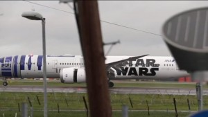 Star Wars, il cast in volo sull'aereo con il logo della saga