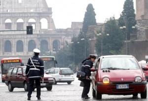 Roma targhe alterne 28-29 dicembre no blocco traffico. Orari