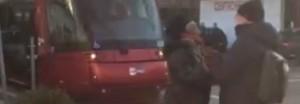 Venezia, donna senza biglietto aggredisce controllori