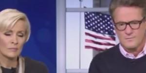 Donald Trump parla, giornalista attacca il telefono