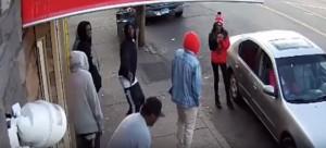 Coetaneo gli spara in strada: lui scampa all'agguato