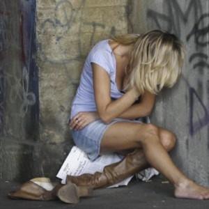Napoli, 17enne rapita e violentata per 4 giorni senza cibo