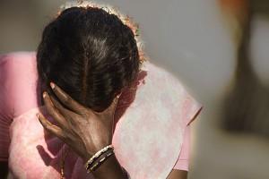 Mamma vince elezioni, 14enne stuprata per vendetta: s'uccide