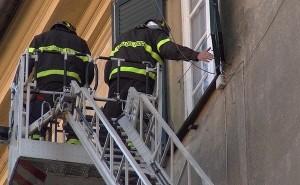 Forte odore forte nel palazzo: fuga di gas? No, cadavere
