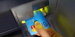 Guarda la versione ingrandita di Bancomat, prelevare soldi