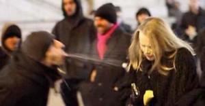 """Terrorismo sessuale, web jihad: """"Usa donna bianca come vuoi"""""""